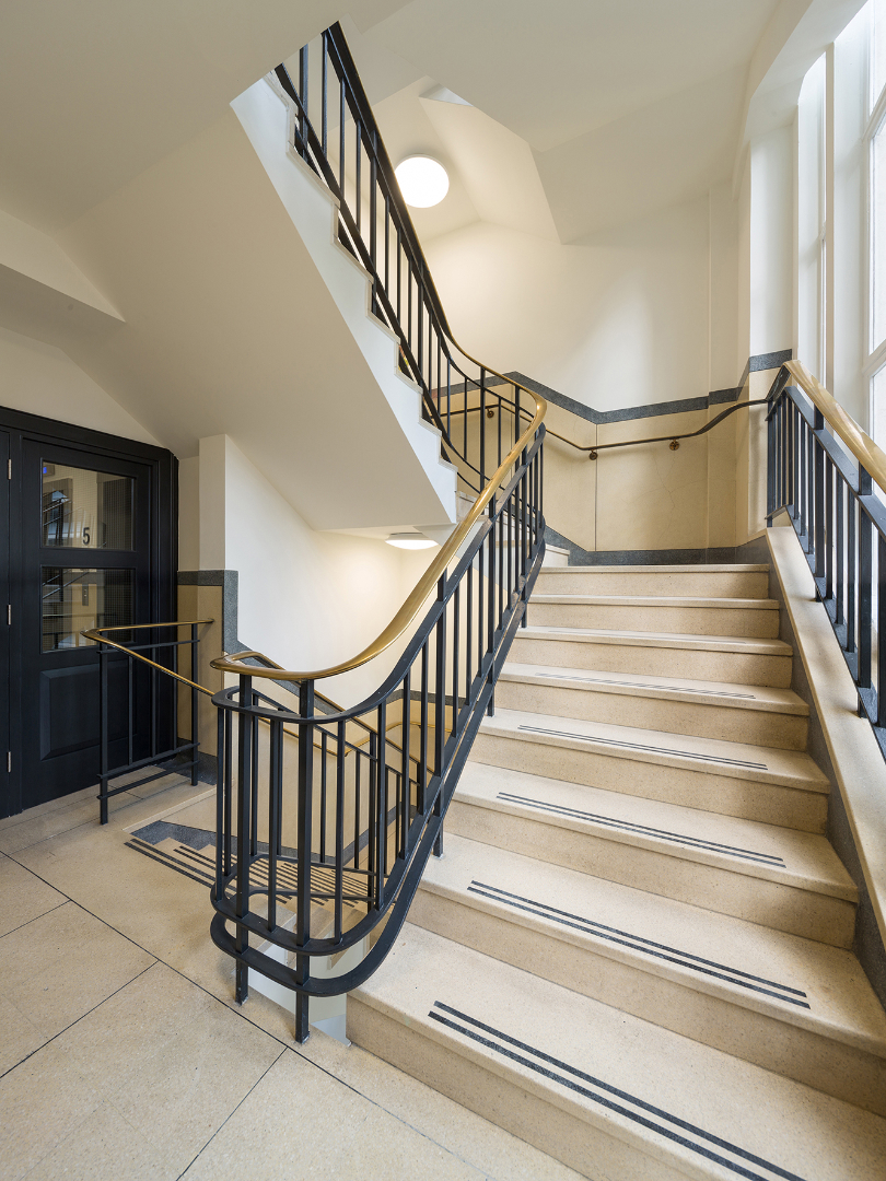 51-54-fenchurch-street-staircase